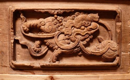 楠木木雕狮子滚绣球花板