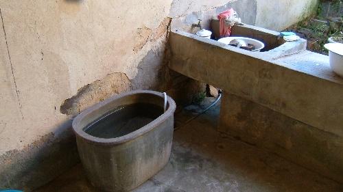 和中国北方传统的三棍式马桶需要较高的压水花技术不