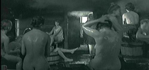 《这里的黎明静悄悄》的30秒裸体风波