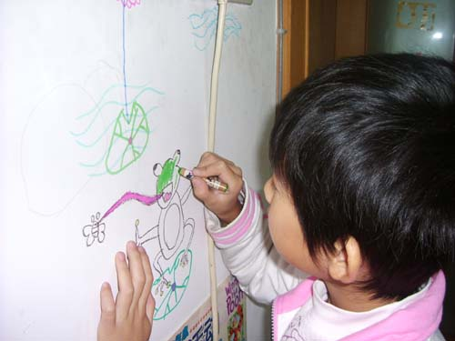 父女俩的手绘墙画