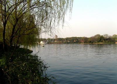 长沙烈士公园人工湖,面积67公顷,其中以湖心岛为特色,湖上
