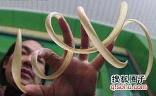 世界上最长的指甲图片