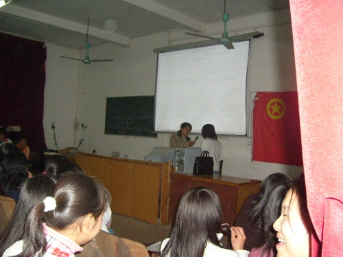 湖南双牌一中邀知名励志演说家欧阳泽军老师来校讲学
