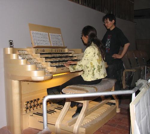 我在国家大剧院音乐厅管风琴的固定演奏台上试奏.图片