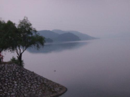 黄石市位于湖北省东南部,长江南岸,地处武汉,九江之间,为湖北省第二