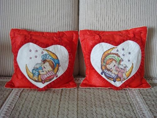 我和大女儿合作的十字绣抱枕
