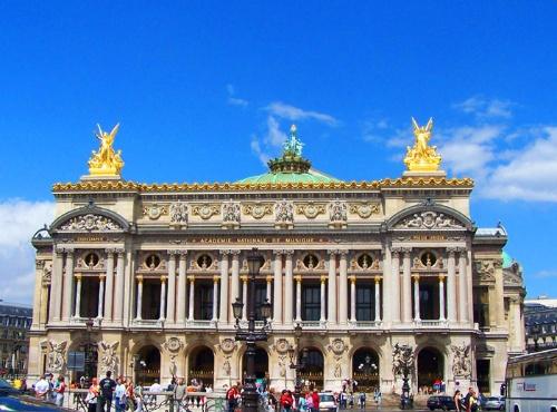 法国古典主义建筑的代表作品有巴黎卢浮宫的东立面