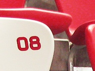 鸟巢内的红白椅