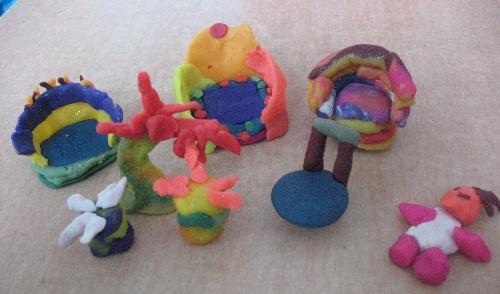 品是西仰陵小学四年级学生捏的)-色彩静物