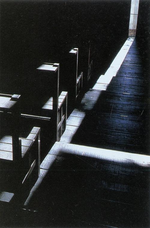 光之教堂的结构  光之教堂位于大阪城郊茨木市北